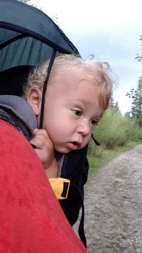 Dziecko w nosidełku turysycznym