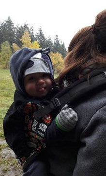 dziecko w nosidełku Tula na plecach